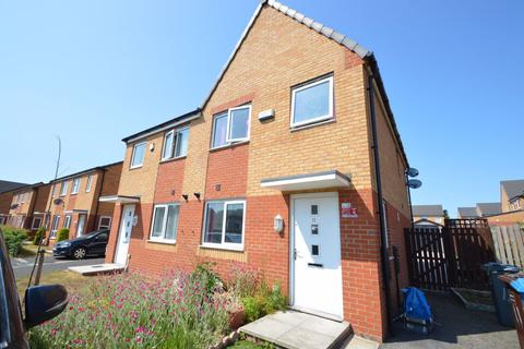 3 bedroom house to rent - Chassen Close, Manchester