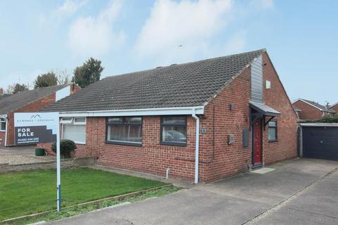 2 bedroom semi-detached bungalow for sale - Lytham Drive, Cottingham