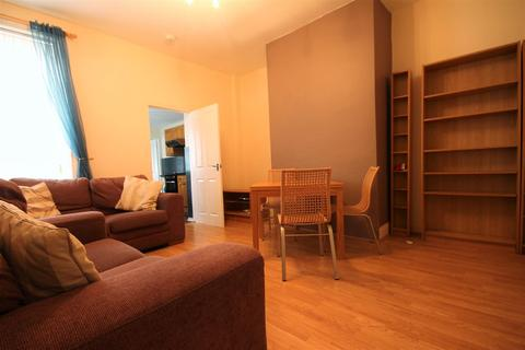 2 bedroom flat to rent - Mowbray Street, Heaton