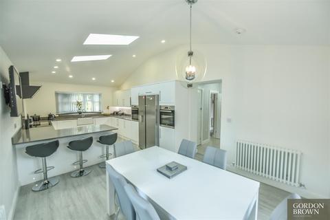 3 bedroom semi-detached house for sale - Warburton Crescent, Gateshead