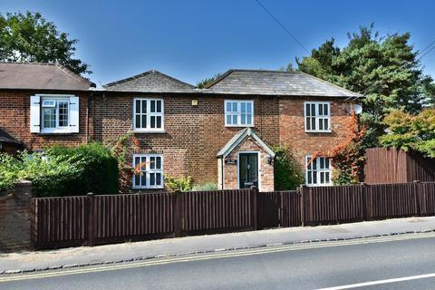 4 bedroom semi-detached house for sale - Wexham Street, Stoke Poges, SL3