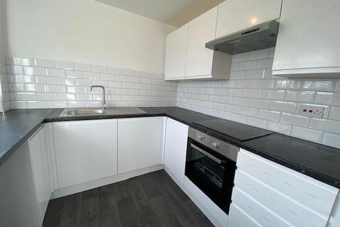 2 bedroom flat to rent - Maltby Drive, Enfield, EN1