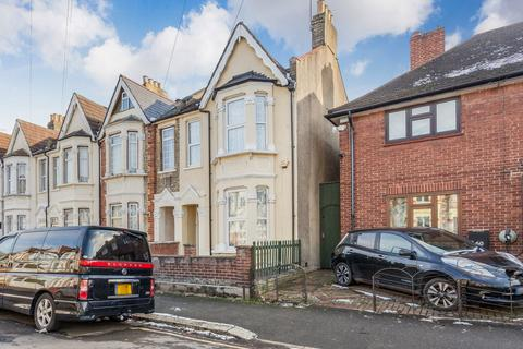 3 bedroom terraced house for sale - Frith Road, Leyton, E11