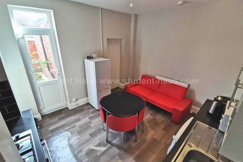 3 bedroom house to rent - Romney Street, Salford, M6 6DG