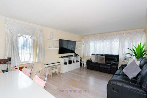 3 bedroom flat to rent - Chessington Road, Ewell