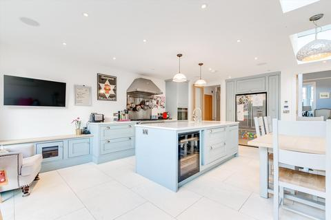 4 bedroom terraced house for sale - Wroughton Road, London, SW11