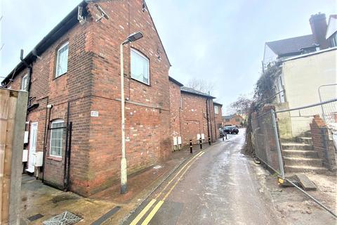 Studio to rent - Nutfield Lane