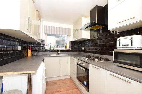 1 bedroom ground floor flat for sale - Gurney Close, Barking, Essex
