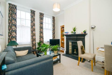 2 bedroom flat for sale - Barnard Mews, London, SW11