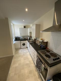 2 bedroom flat to rent - 27 Station Way SM3