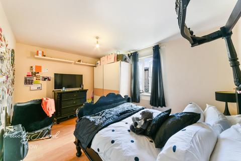 3 bedroom end of terrace house for sale - Ruston Street, London