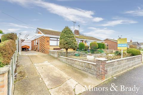 2 bedroom semi-detached bungalow for sale - St. Georges Drive, Caister-on-sea