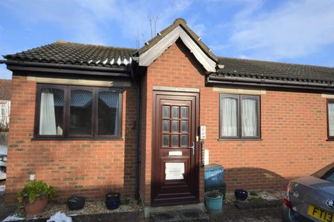 1 bedroom detached bungalow for sale - Bletchingley Close, Thornton Heath
