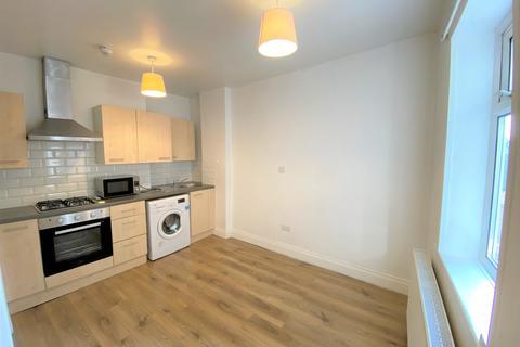 Studio to rent - Uxbridge Road, West Ealing, London
