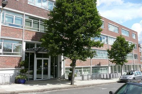 3 bedroom flat to rent - Heathcroft, Park Royal