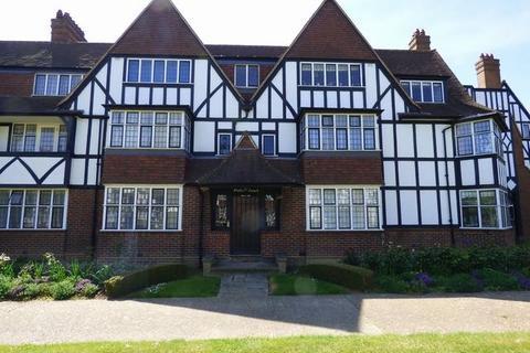 3 bedroom flat to rent - Queens Drive, West Acton