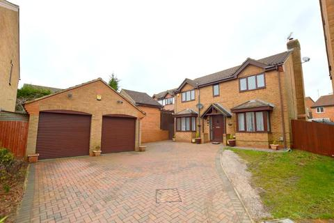 4 bedroom detached house for sale - Launton Close, Barton Hills, Luton, Bedfordshire, LU3 4BF
