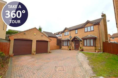 4 bedroom detached house for sale - Launton Close, Barton Hills, Luton, Bedfordshire, LU3 4BF