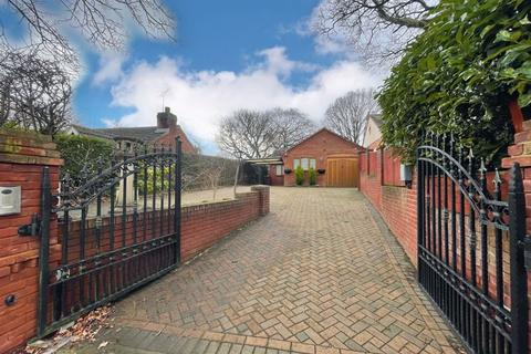 2 bedroom detached bungalow for sale - Chaseley Road, Rugeley