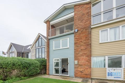 2 bedroom end of terrace house for sale - 55 South Beach Road, Hunstanton, PE36