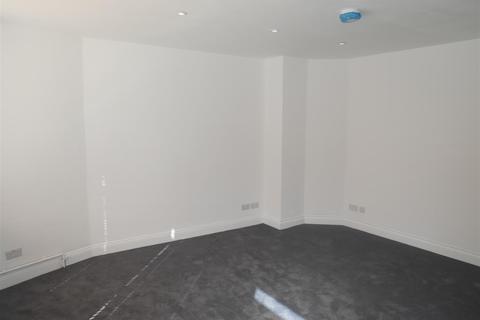 Studio to rent - Epsom Road, SM4