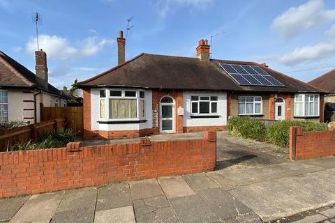 2 bedroom semi-detached bungalow for sale - Bush Hill, The Headlands, Northampton, NN3