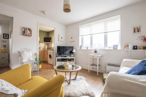 Studio for sale - Linwood Crescent, Enfield
