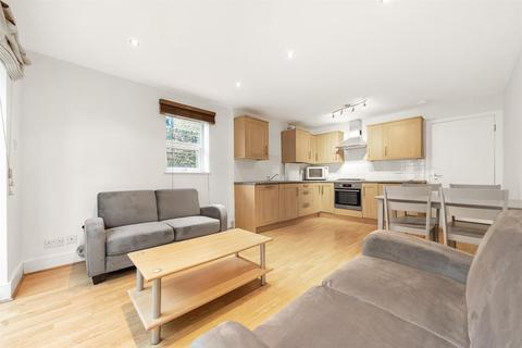 3 bedroom flat to rent - Killyon Road, London