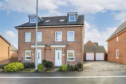 4 bedroom semi-detached house for sale - Kenbrook Road, Hucknall, Nottinghamshire, NG15 8HZ