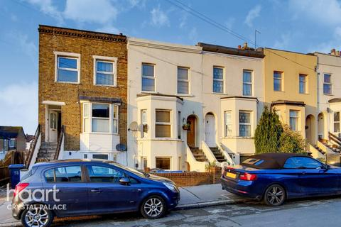 2 bedroom maisonette for sale - Moffat Road, London