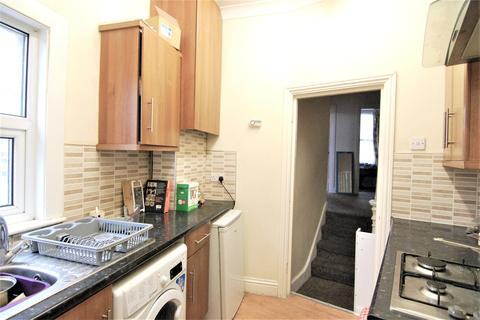 2 bedroom flat to rent - Station Road, Wood Green, London, N22