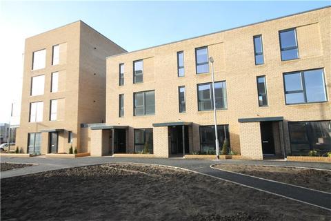 3 bedroom terraced house to rent - Ellis Road, Trumpington, Cambridge, CB2