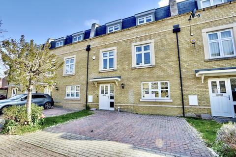 5 bedroom apartment for sale - Storey Close, Ickenham, UB10