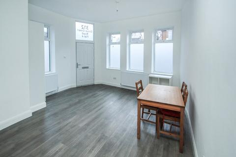 1 bedroom flat to rent - Grove Green Road, Leytonstone, E11 4EA