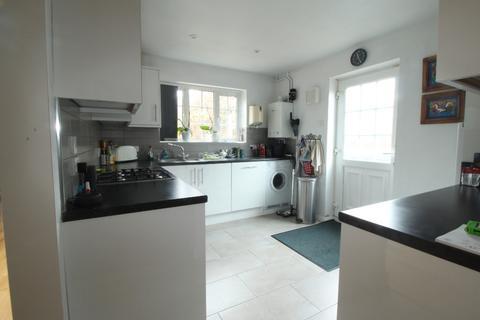 3 bedroom semi-detached house to rent - Farm Road, , Maidenhead, SL6 5JQ