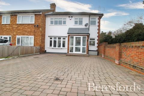 3 bedroom end of terrace house for sale - Front Lane, Upminster, Essex, RM14