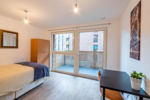 1 bedroom in a flat share to rent - Pell Street, London SE8