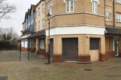 Shop to rent - Roche Close, Rochford, SS4