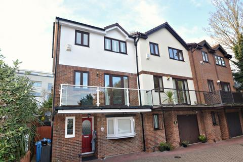 4 bedroom end of terrace house for sale - Poole