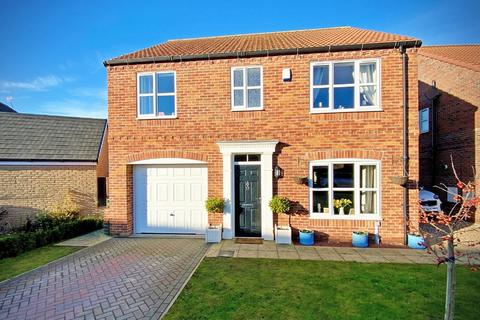 4 bedroom detached house for sale - New Walk, Driffield