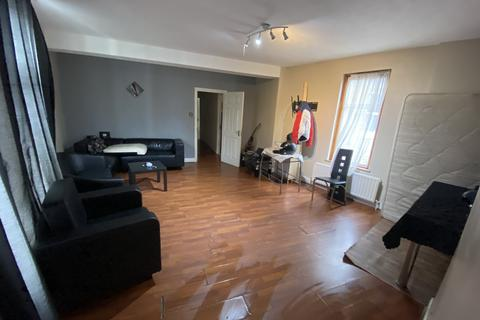 4 bedroom flat to rent - Ravenscroft Road, Caning Town, London  E16