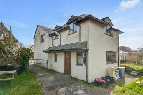 5 bedroom end of terrace house for sale - Station Road, St. Newlyn East
