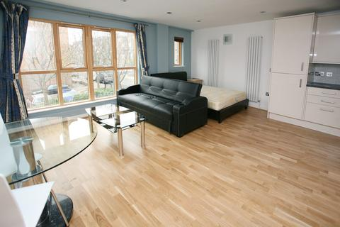 Studio to rent - City East Building, Cable Street, Shadwell, London