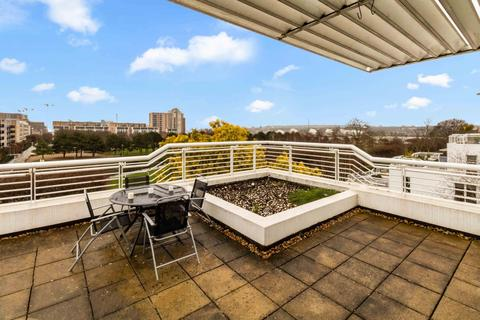 2 bedroom flat for sale - Barrier Point Road, E16