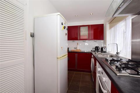 2 bedroom flat for sale - Glenn Avenue, Purley, Surrey