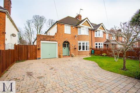 3 bedroom semi-detached house for sale - Sutton Avenue, Slough, SL3