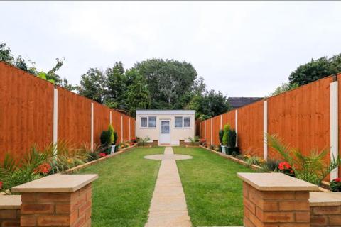 2 bedroom terraced house to rent - Pembroke Avenue, Enfield EN1
