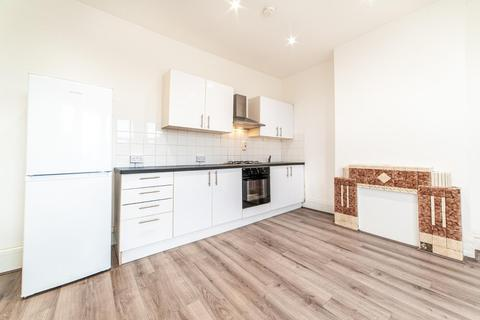 2 bedroom house to rent - Stamford Hill, London