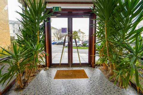 2 bedroom flat for sale - Park Gates, Chiswick Place, Eastbourne