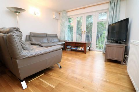 2 bedroom apartment to rent - Avenue Road, London